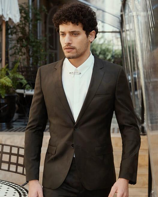 חליפה שחורה הוגו בוס