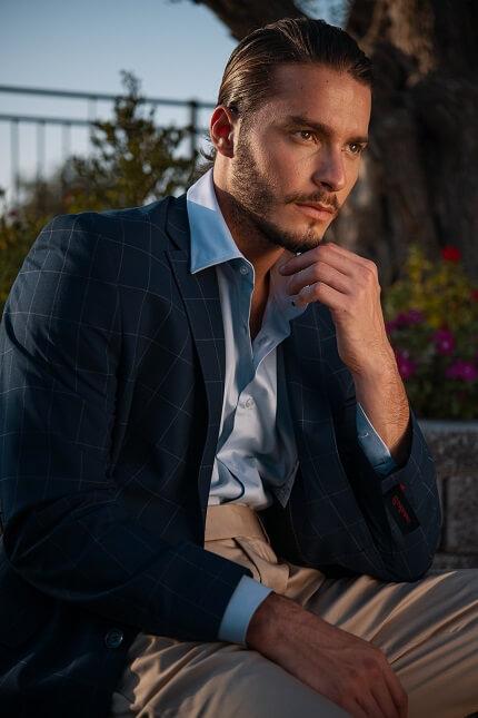 חליפה כחולה לגבר