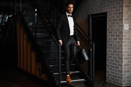 חליפה לגבר בצבע שחור