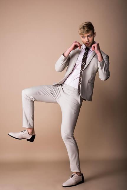 סט חליפה אפורה בהירה