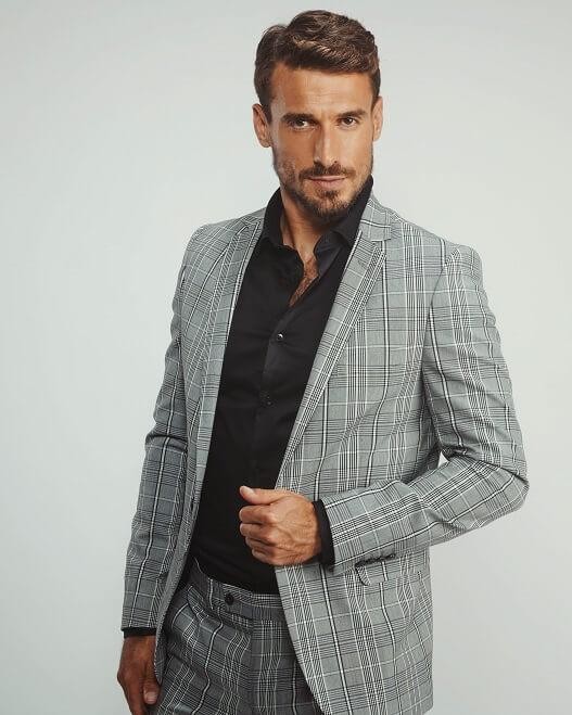 חליפה אפורה ב 1990 ש
